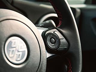 """GT""""Limited""""(6MT)。内装色のレッド&ブラックは設定色(ご注文時に指定が必要です。指定がない場合はブラックになります)。"""