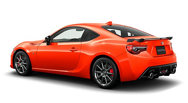 """特別仕様車 GT""""Solar Orange Limited""""[6AT](ベース車両はGT[6AT])。ボディカラーのソーラーオレンジ〈NBB〉は特別設定色。"""