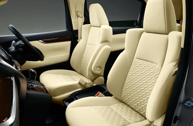 運転席6ウェイ+助手席4ウェイマニュアルシート