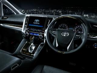 """SA""""Cパッケージ""""(7人乗り・2WD)。内装色はブラック。オプション装着車。"""