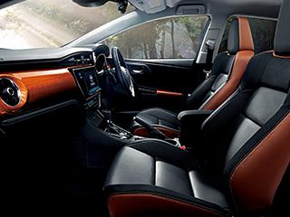 120T。内装色はブラック。オプション装着車。