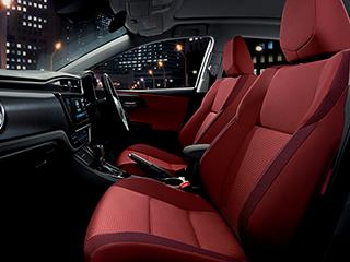 150X(2WD)。内装色のルージュは設定色(ご注文時に指定が必要です。指定がない場合はブラックになります)。オプション装着車。