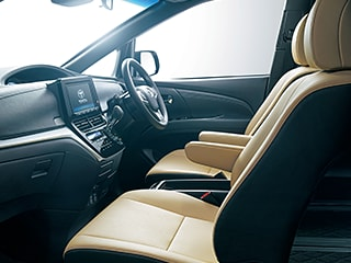 エスティマ AERAS SMART(2WD・7人乗り)。内装色はブラック。シート色はベージュ。オプション装着車。