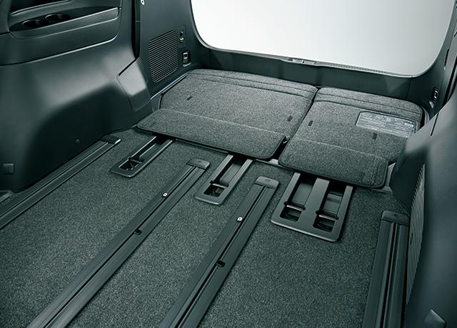 6:4分割・電動床下格納機能付サードシート