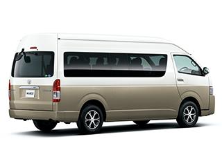 2WD・2700ガソリン・グランドキャビン。ボディカラーのノーブルパールトーニング2〈2JZ〉はメーカーオプション。オプション装着車。