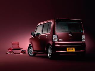 カスタムG 2WD。ボディカラーのプラムブラウンクリスタルマイカ〈R59〉はメーカーオプション。