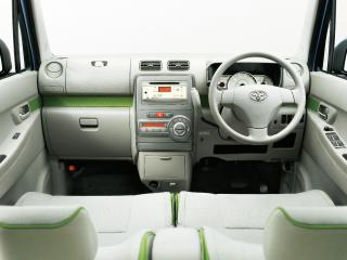 X 2WD。内装色はウォームグレー。