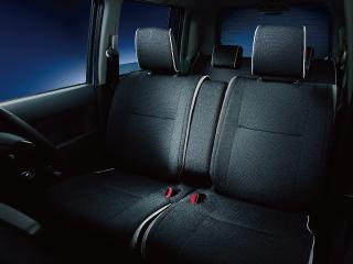 カスタムG 2WD。内装色はブラック。
