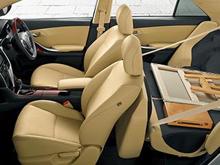 """1.5F""""EXパッケージ""""(2WD)。内装色はフラクセン。オプション装着車。"""