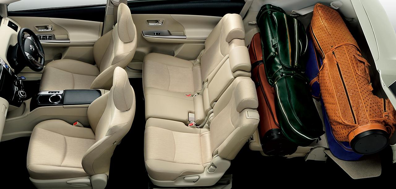 サードシートチルトダウンモード7人乗りは、サードシートを倒して簡単に荷室を拡大可能。5人乗り・7人乗りとも、9.5インチのゴルフバッグを4個積めます。