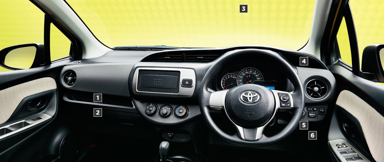 F。1.3・2WD。内装色のアイボリーは設定色(ご注文時に指定が必要です。指定がない場合はブラックになります)。オプション装着車
