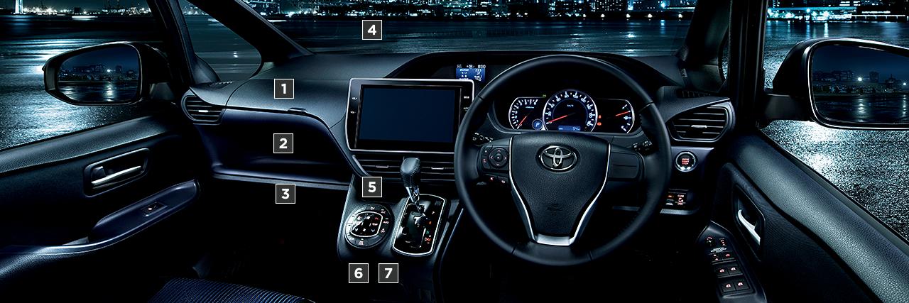 ZS(2WD・7人乗り)。内装色はダークブルー&ブラック。オプション装着車