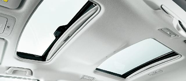ツインムーンルーフ(フロントチルト&リヤ電動スライド/サンシェード+挟み込み防止機能付)