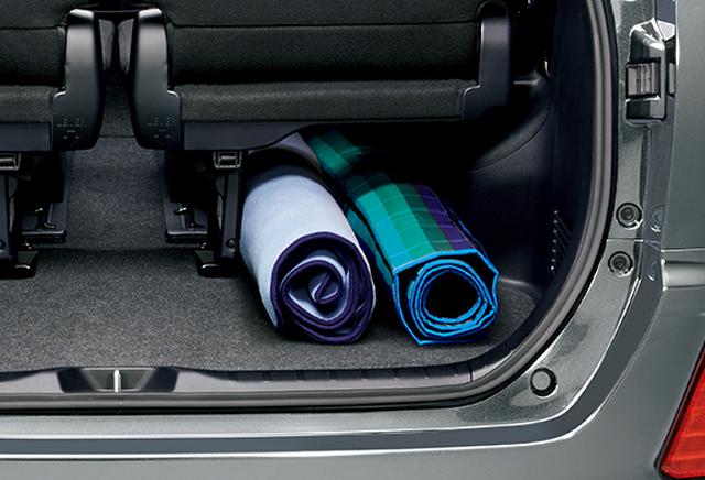 サードシート下もしっかり収納スペース長い荷物も効率的に収納することができます。