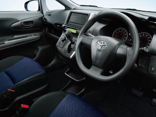 1.8X(2WD)。内装色はダークグレー。シートカラーはブラック。