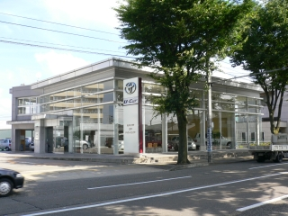 石川トヨタ自動車 U-Car金沢御影店の外観写真