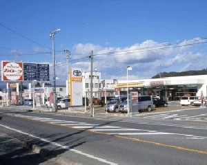 トヨタカローラ山形 長井店の外観写真