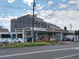 トヨタ西東京カローラ 立川富士見町店の外観写真