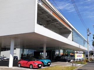 トヨタカローラ新潟 新潟亀田インター店の外観写真