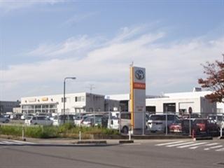 トヨタカローラ新潟 白根店の外観写真