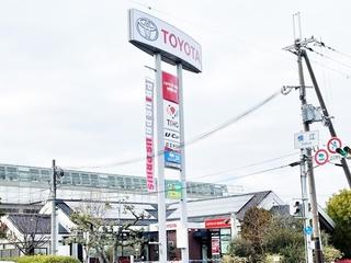 トヨタカローラ新大阪 中環茨木店の外観写真