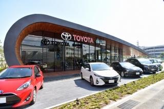 トヨタカローラ新大阪 U-Car名神茨木店の外観写真